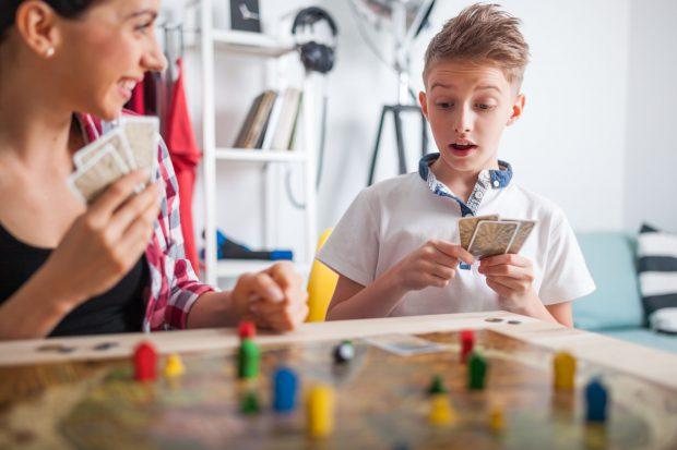 Jocuri de societate pentru copii – 20 de jocuri pe care le poți oferi cadou în funcție de vârstă