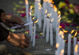 Mii de oameni i-au adus un tribut tinerei care a murit după ce a fost împuşcată în timpul protestelor din Myanmar