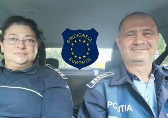 O poliţistă din Neamţ a salvat un bărbat care încerca să-şi ia viaţa, pe un pod