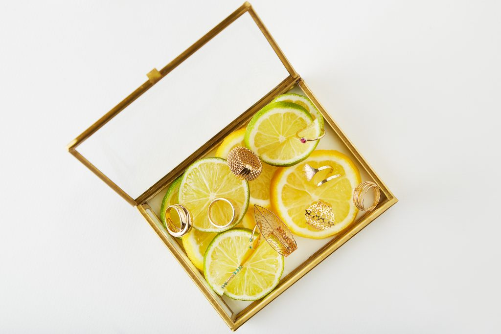 5 piese care nu trebuie să lipsească din cutia ta cu bijuterii