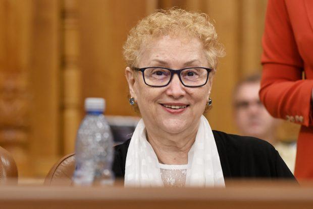 Renate Weber spune că nu a sesizat CCR pentru eliminarea pensiilor speciale ale parlamentarilor. Legea merge la promulgare