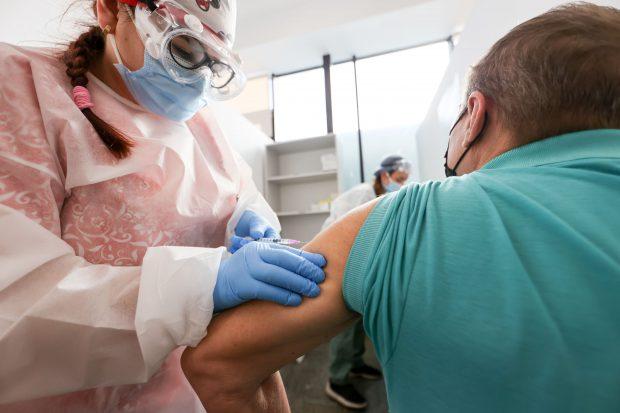 Peste 45.000 de persoane, vaccinate anti-COVID în ultimele 24 de ore. Număr dublu de reacții adverse față de ziua precedentă