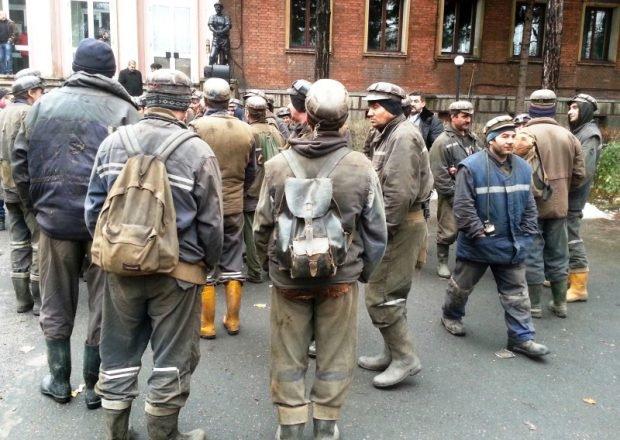 Guvernul a găsit soluția pe termen scurt pentru a achita salariile minerilor, însă cărbunele nu mai are viitor în Uniunea Europeană