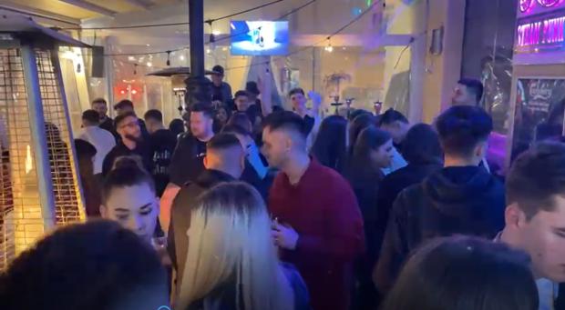 VIDEO     Petreceri fără distanțare și fără mască în centrul Craiovei. Poliția a dat zeci de amenzi