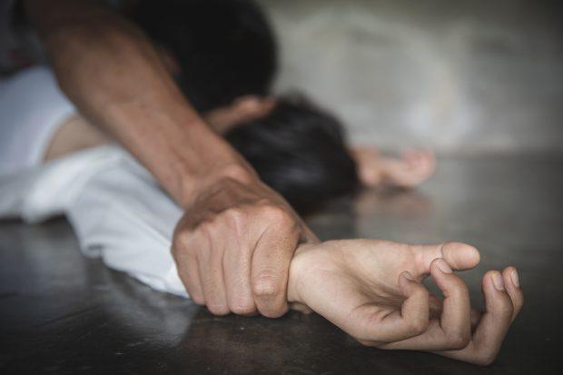 Tribunalul Brăila: Argumentele folosite de judecătoarea care a lăsat în libertate un recidivist acuzat de violarea unei fetițe de 13 ani nu există în Codul Penal