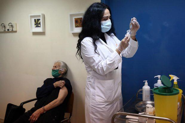 Două femei din Florida s-au deghizat în bunicuțe ca să primească mai repede vaccinul anti-COVID