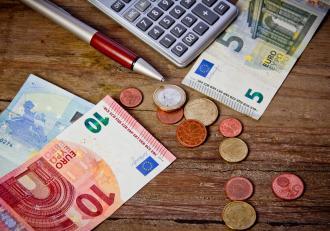Cum vrea UE să elimine diferențele de salarii între bărbați și femei