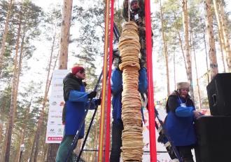 Record inedit în Rusia: cel mai înalt turn din clătite
