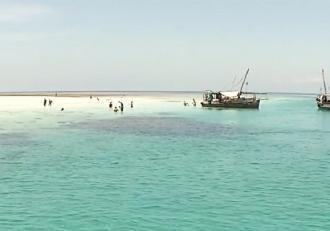 Kenya, paradisul african plin de surprize. Turiştii sunt întâmpinaţi de peste 350 de kilometri de plaje albe cu nisip fin şi ape turcoaz