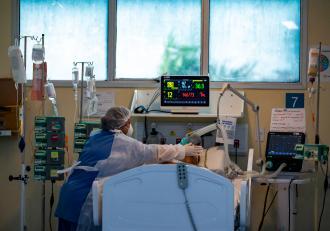 Agenția Europeană a Medicamentului recomandă utilizarea limitată a medicamentului Regdanvimab la pacienții Covid-19