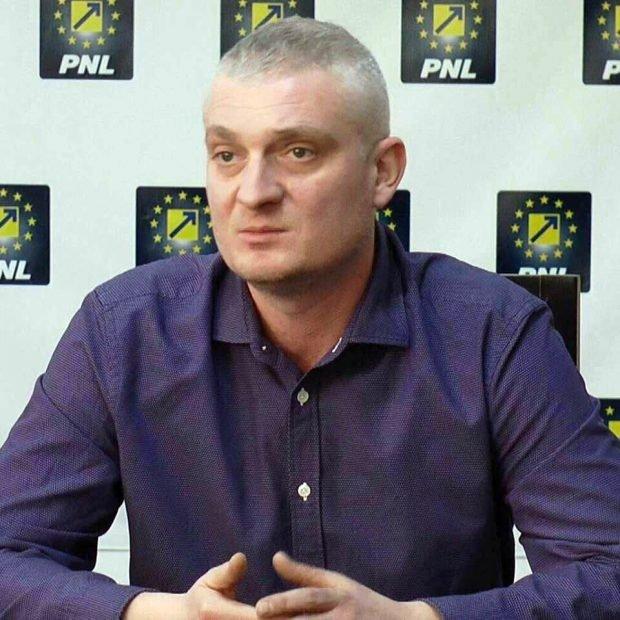 Andrei Kadas, fost consilier judeţean PNL, şi fostul fost şef al Spitalului de Boli Infecţioase Braşov, trimişi în judecată de DNA