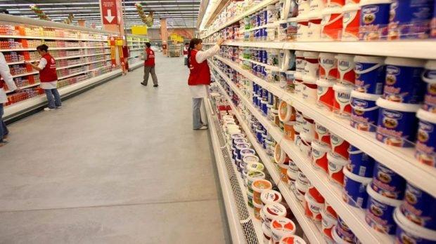 Magazinele se închid de la ora 18.00, toată săptămâna, când rata de infectare depășește 7,5