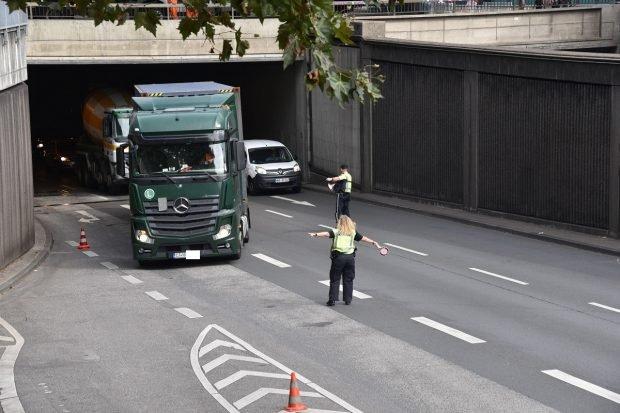 Șofer român de TIR la volan de 63 de ore neîntrerupt, amendă de 158.00 de euro, după un control în Germania