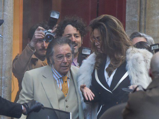 """Mădălina Ghenea, la brațul lui Al Pacino. Actrița română va juca rolul Sophiei Loren în filmul """"House Of Gucci"""", regizat de Ridley Scott"""