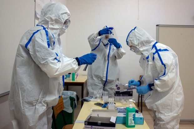 Alte 2.096 de noi cazuri de infectare și 53 de decese în ultimele 24 de ore. Crește iar numărul de pacienți de la ATI