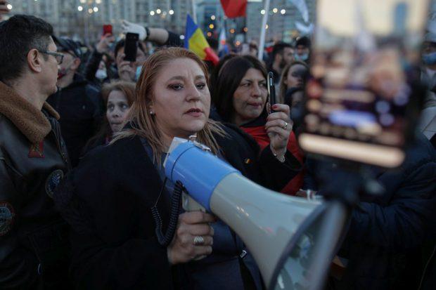 Diana Șoșoacă, George Simion și Claudiu Târziu, amendați cu câte 15.000 de lei pentru organizarea protestului violent de luni seară