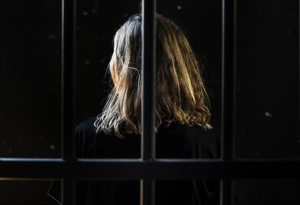 """O tânără din Mureș a fost întâi achitată de tribunal, apoi condamnată la 20 de ani de închisoare pentru crimă. """"Nu a manifestat o minimă urmă de compasiune față de victima sa"""""""