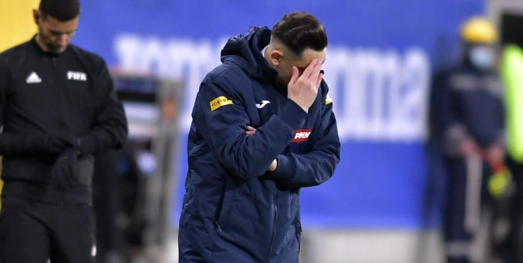 """""""Mai mici nu putem fi!"""" EDITORIAL de Adrian Artene despre rușinea de a fi român în fotbal"""