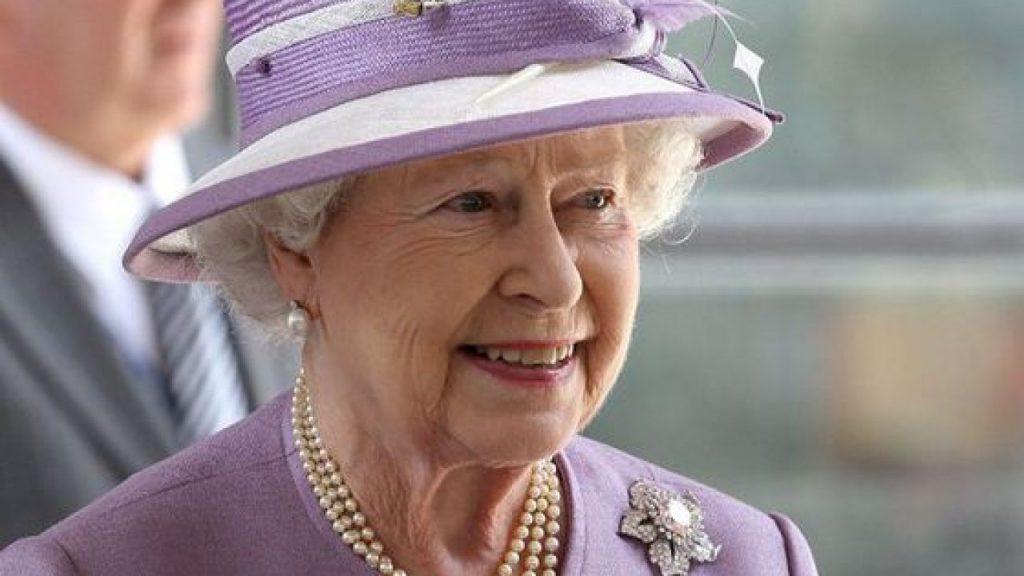 Regina Elisabeta a II-a a devenit, din nou, străbunică! Zara Tindall a născut al treilea copil