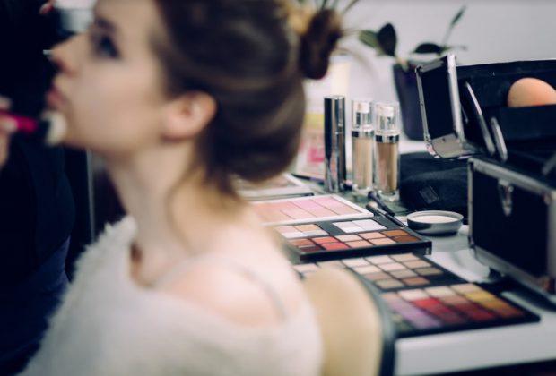 Cum să atragi ca un magnet cliente pentru salonul tău de înfrumusețare (PUBLICITATE)