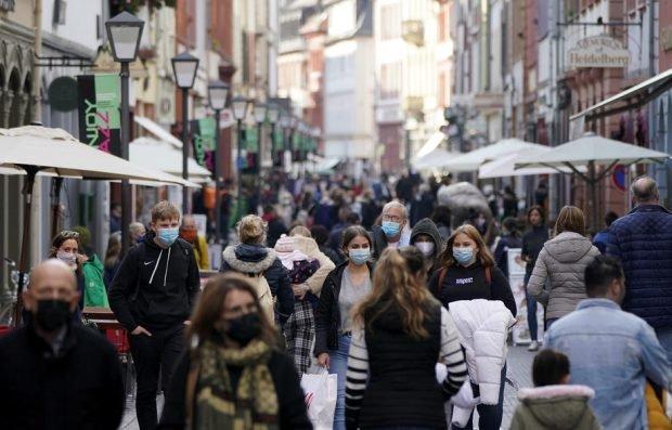 """Comisarul european Thierry Breton susține că Europa ar putea atinge imunitatea colectivă până în iulie. """"Lumina de la capătul tunelului se vede"""""""