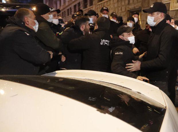 Dosar penal deschis la Brăila pentru purtare abuzivă. Șapte tineri susțin că au fost bătuți de forțele de ordine în timpul protestelor