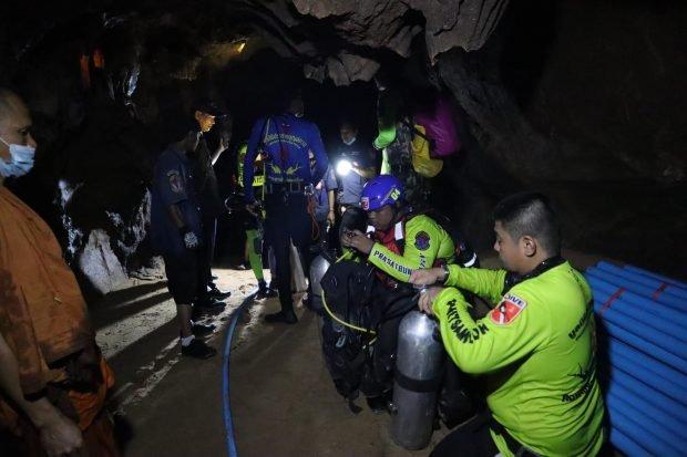 Un călugăr budist rămas blocat într-o peşteră inundată din Thailanda, salvat după patru zile