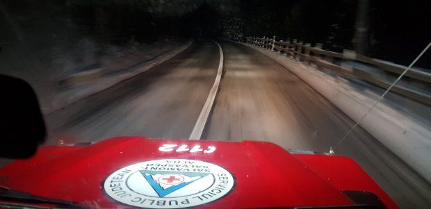 Trei turiști din Cluj, salvați după 7 ore de Salvamont Alba, după ce GPS-ul i-a dus pe un drum înzăpezit