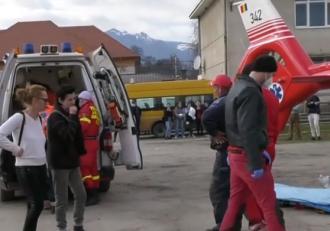 O fetiță de clasa a V-a a fost dusă la spital cu elicopterul SMURD, după ce a fost lovită de un coleg mai mare
