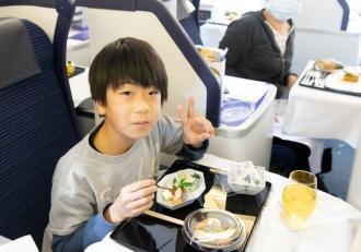 Cină pe pista unui aeroport din Japonia, la 540 de dolari. Locurile s-au epuizat rapid