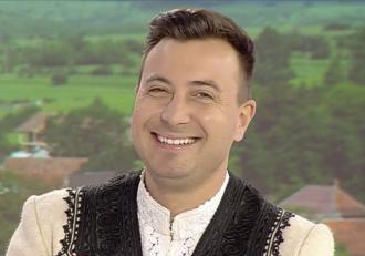 La poveşti cu Valentin Sanfira. Artistul de muzică populară pregăteşte lansarea unui nou album