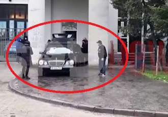"""Fetele lui Nelu Ploieșteanu, țipete de jale, la căpătâiul artistului. """"Tatăl meu, tăticul meu"""" / VIDEO"""