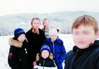 Cristina, o mamă cu cinci copii din județul Suceava, agresată de soțul alcoolic, are interzis la divorț de la preotul din sat: Trebuie să-și ducă crucea