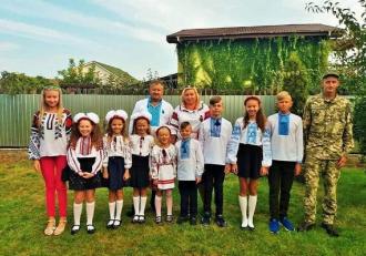 13 copii au rămas orfani, după ce ambii părinţi au murit răpuşi de Covid-19, în Ucraina