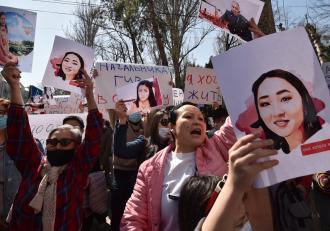 O tânără răpită pentru a fi căsătorită forțat, a fost descoperită moartă. Crima a stârnit un val de proteste în Kârgâzstan