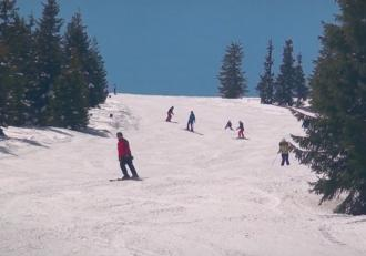 Pârtiile de la munte sunt deschise în continuare, la mijloc de aprilie. Sunt așteptate ninsori în următoarele zile