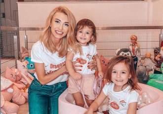 Andreea Bălan, imagini de album de la nașterea fiicelor ei! Jurata de la Te cunosc de undeva, copleșită de emoții / FOTO