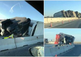 Șofer de TIR mort pe A11 Arad – Oradea, tânărul a sfârșit pe loc după ce fost aruncat din camionul răsturnat pe autostradă