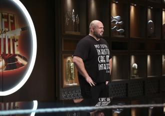 Chefi la cuţite, astăzi, de la 20:30, la Antena 1: Un fost campion MMA și un preot vin să gătească pentru chefi