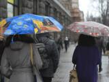 Ninsori și ploi în aproape toată țara, joi. Temperaturile cresc puțin sâmbătă