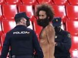 VIDEO. Un bărbat a intrat dezbrăcat pe teren la meciul Granada – Manchester United, din sferturile Europa League