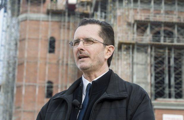 Vasile Bănescu a anunțat că are COVID. Purtătorul de cuvânt al Patriarhiei s-a infectat chiar înainte de rapel