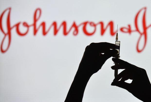 Oficialii americani anunță că, pentru moment, nu s-a stabilit o legătură între cheagurile de sânge şi vaccinul Johnson&Johnson