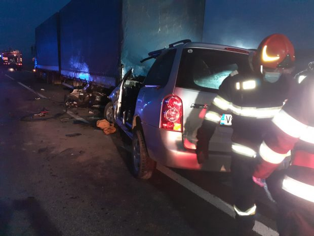 Accident grav în județul Galați. Patru oameni au murit, după ce mașina în care se aflau a intrat într-un tir
