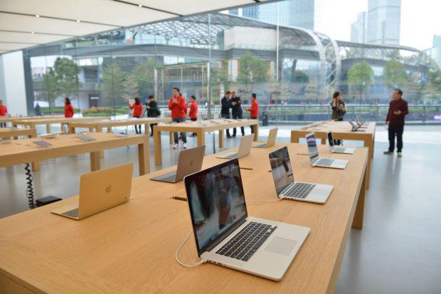 Criza cipurilor a ajuns la Apple. Gigantul amână producția unor modele MacBook și iPad