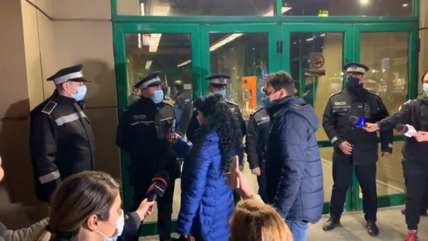 Scandal la Pipera, după ce stația de metrou s-a închis mai devreme pentru demolarea chioșcurilor. Călătorii au sunat la 112