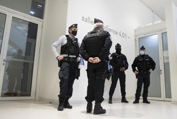 Hoți înarmați au furat bijuterii de 100.000 de euro dintr-un hotel de lux din Paris