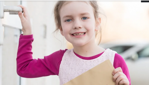 """O fetiță de 6 ani compune """"scrisori împotriva singurătății"""" pentru rezidenții unui cămin de bătrâni din Germania: """"Ni s-a făcut pielea de găină"""""""