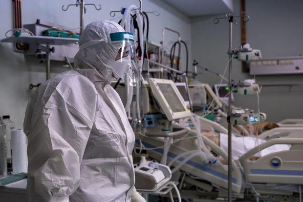 """DSU, imagini cu pacienți Covid aflați la ATI, într-o campanie de conștientizare. """"E o situație ca de război"""""""