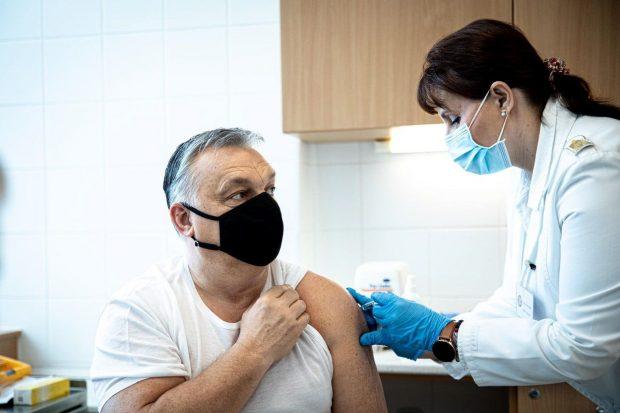 Cu o populație de două ori mai mică decât a României, Ungaria vaccinează peste 100.000 de oameni pe zi, dublu față de noi